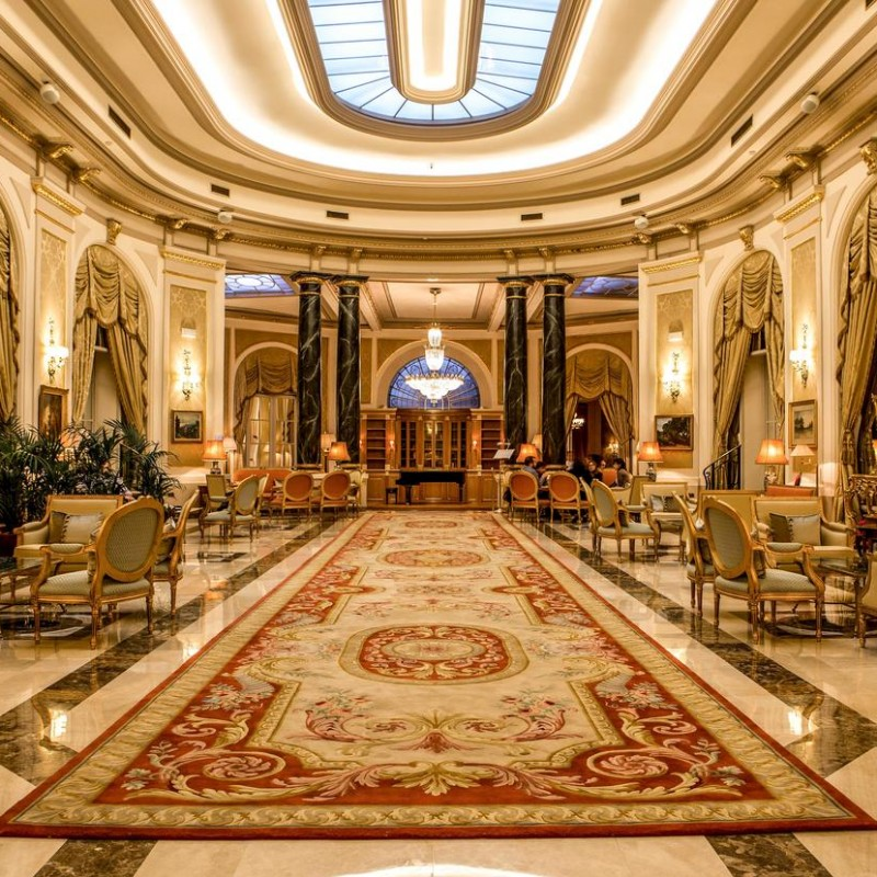 Barcelona Luxury Experience with Hotel, Dinner and VIP Club
