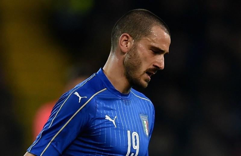 Bonucci Italy Signed Shirt, 2015/16