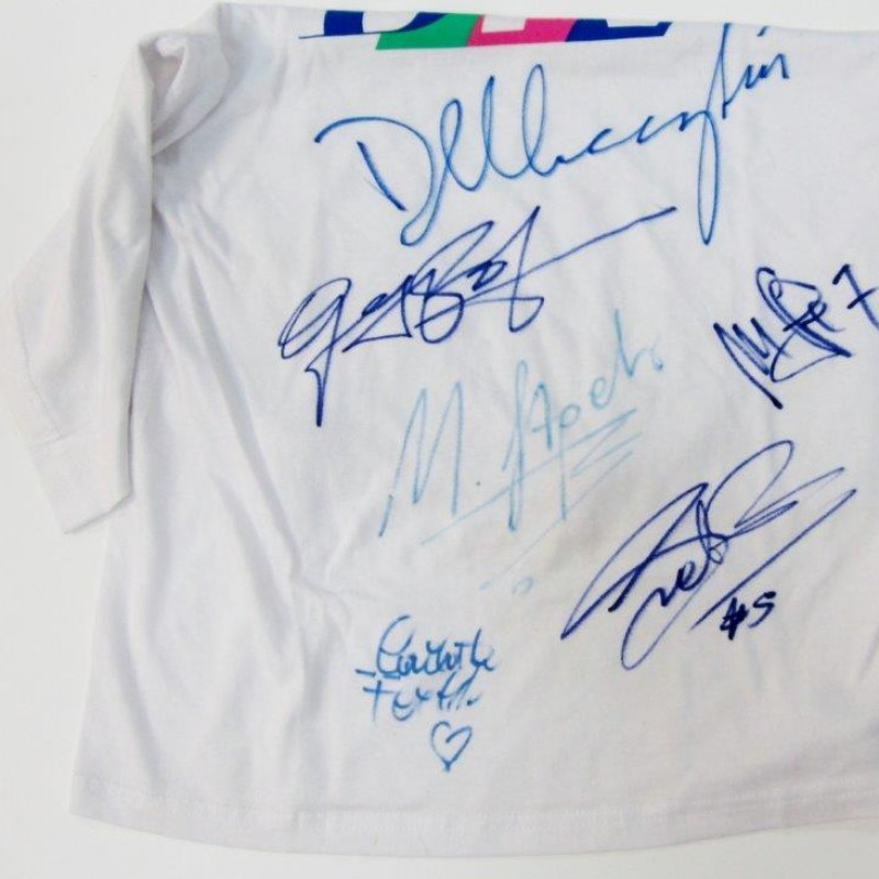 Federico Buffa hands you the shirt signed by Basile and Pozzecco