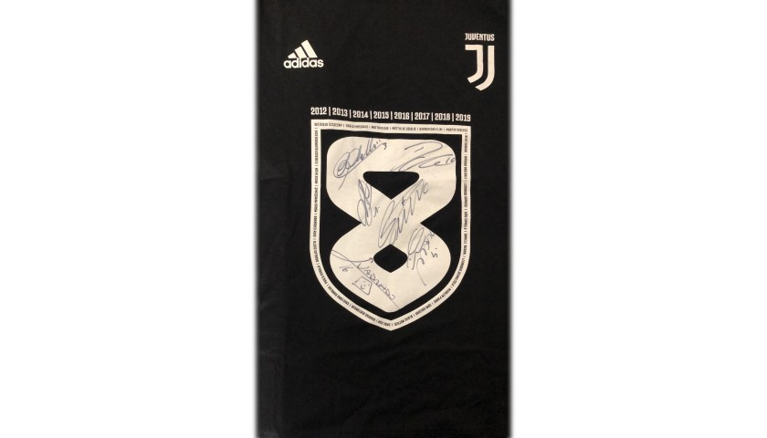 "Juventus ""Scudetto W8NDERFUL"" Signed T-Shirt"