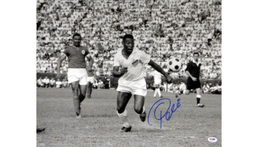 Pelé Signed Black and White CBD Brazil Photograph