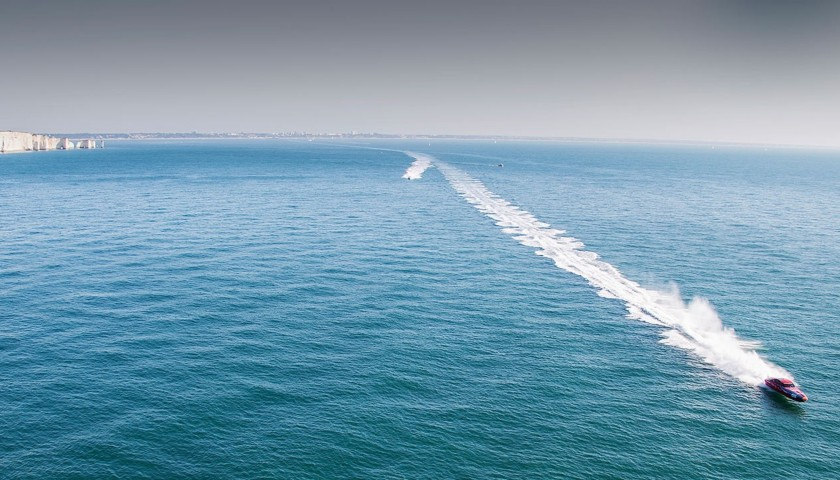 """An Offshore Powerboat 'Hot Lap"""" Experience of the Isle of Wight for 2"""