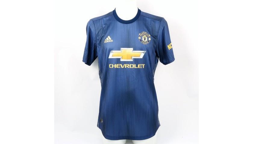 sale retailer 3688b bcc7d Shaw's Match Shirt, Arsenal-Man Utd 2019 + Training Sweater - CharityStars