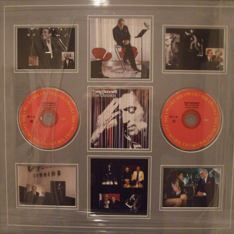 Tony Bennett Signed Cd Display