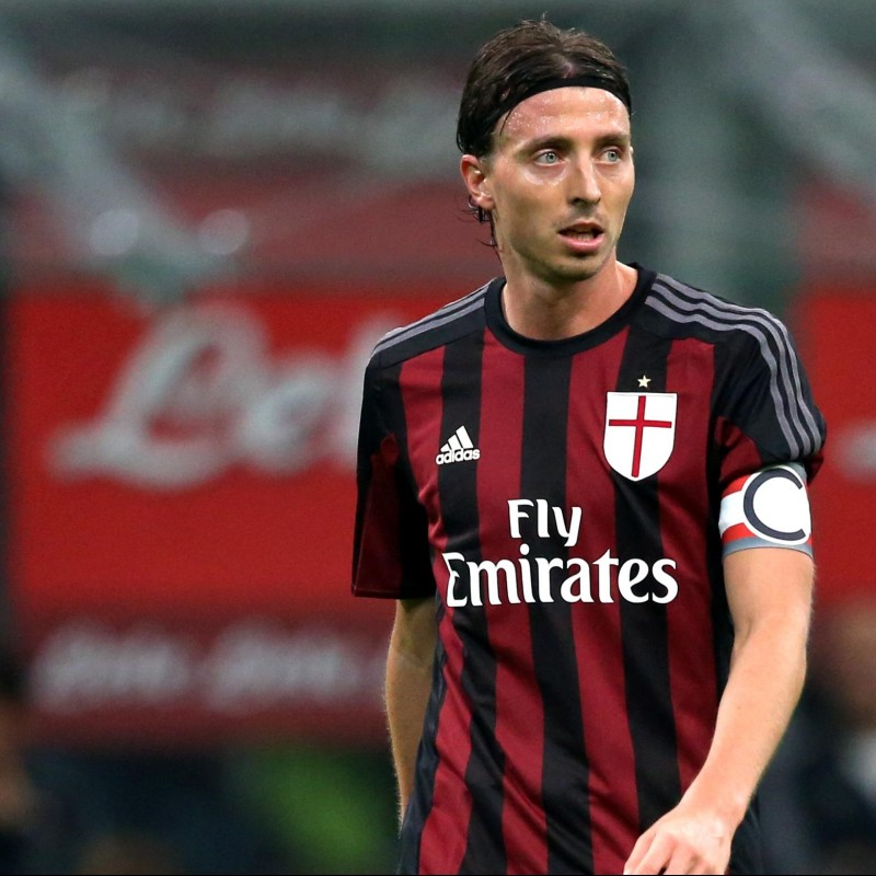 Official Montolivo Milan shirt, Serie A 15/16 - signed