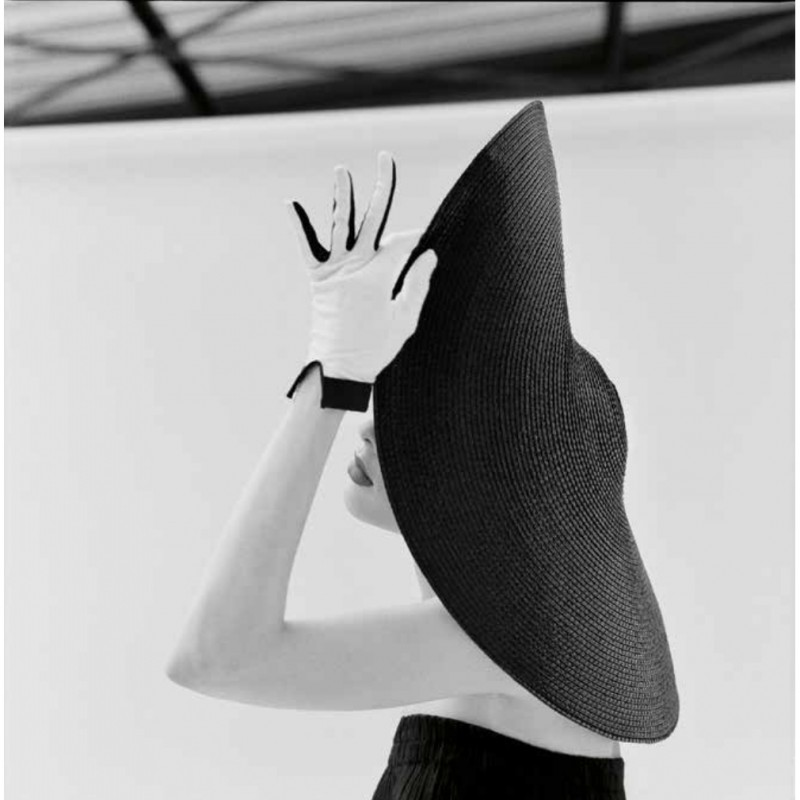 """Ragazza con cappello"" by Heinz Schattner"