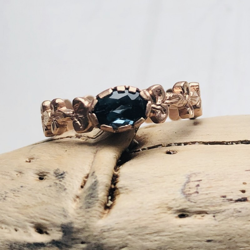 Gigliuccio Ring in 9kt Pink Gold with London Topaz