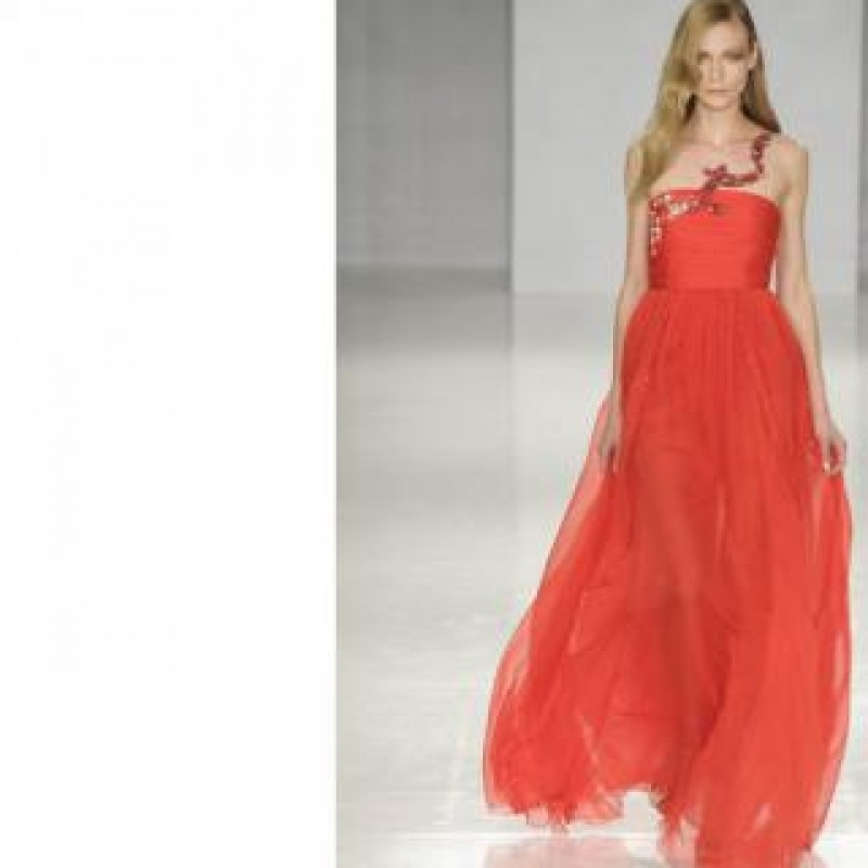 Red dress with crystals worn by Eleonora Abbagnato