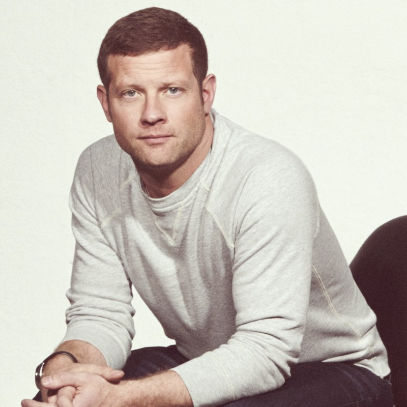Dermot O'Leary Hosting Your Family Quiz via Zoom!