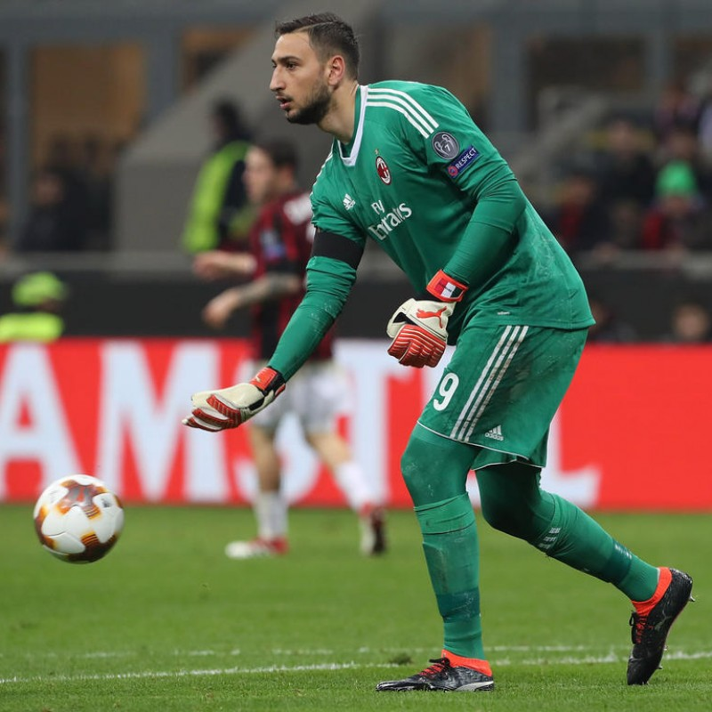 Donnarumma's Milan Match Kit, EL 2017/18 + Matchball