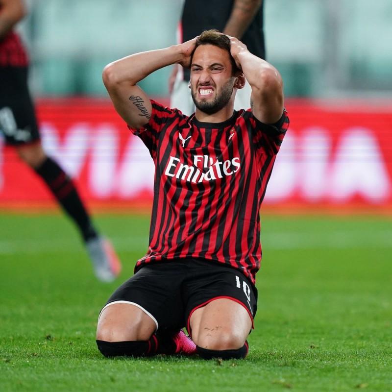 "Calhanoglu's Worn and Signed Shirt, Juventus-Milan - ""Andrà Tutto Bene"""