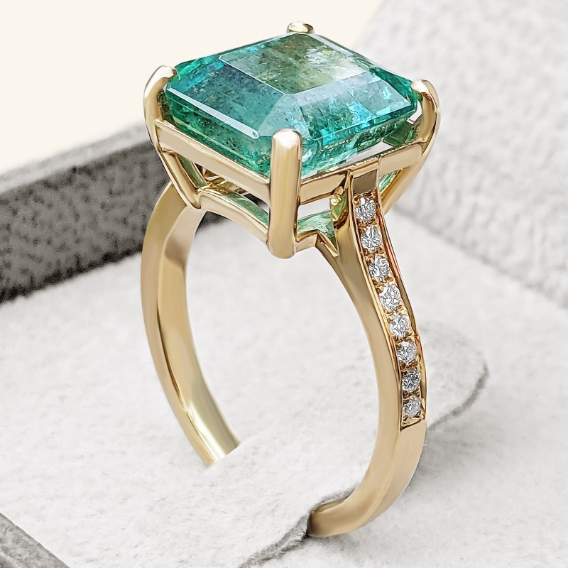 Emerald And Diamonds Ring - 18K Gold