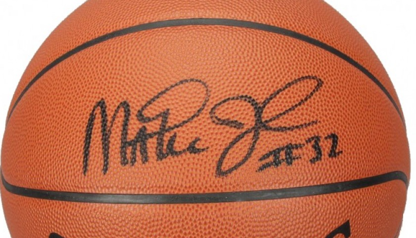 buy online d5aa9 c80bd NBA basketball signed by Magic Johnson - CharityStars