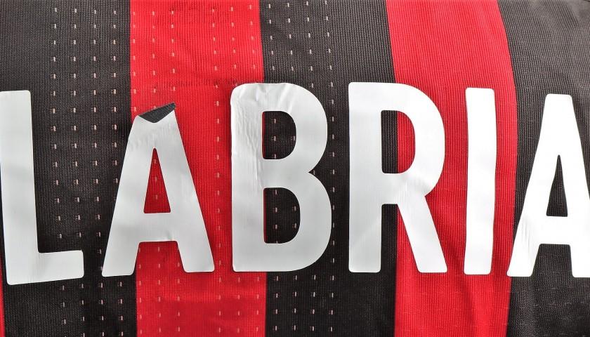 da550055b29850 Nel Derby i ragazzi scenderanno in campo indossando una maglia speciale,  con una patch dedicata a #FondazioneMilan: ognuna verrà messa all'asta per  ...