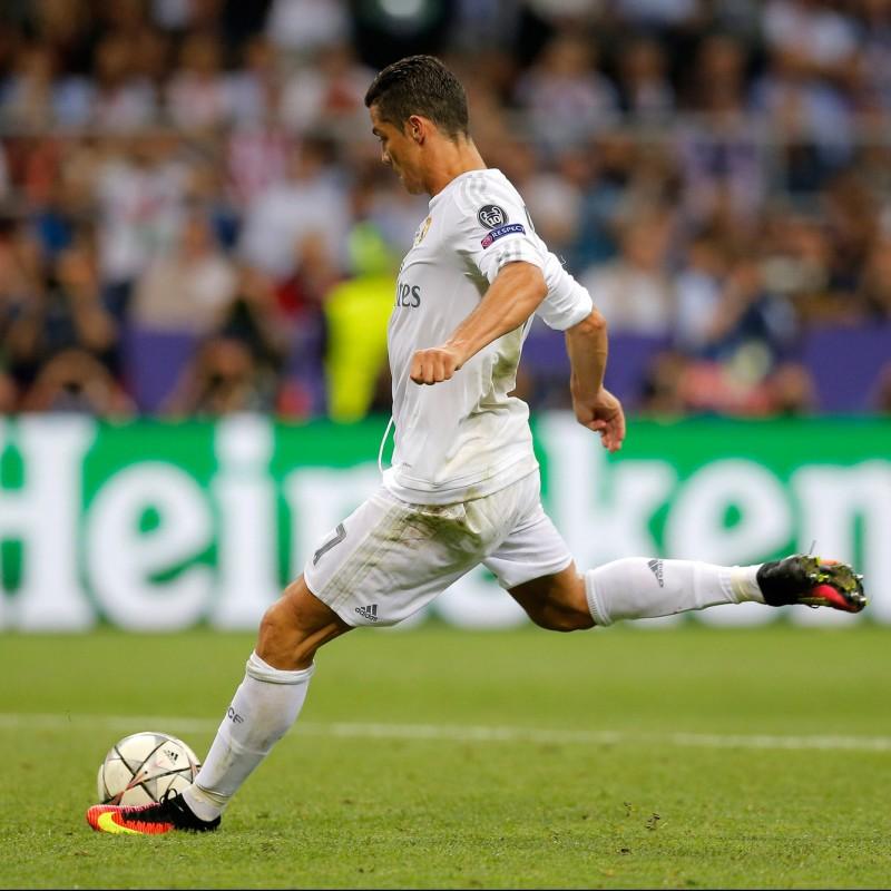 Match-Ball UCL 2015/16 - Signed by Cristiano Ronaldo