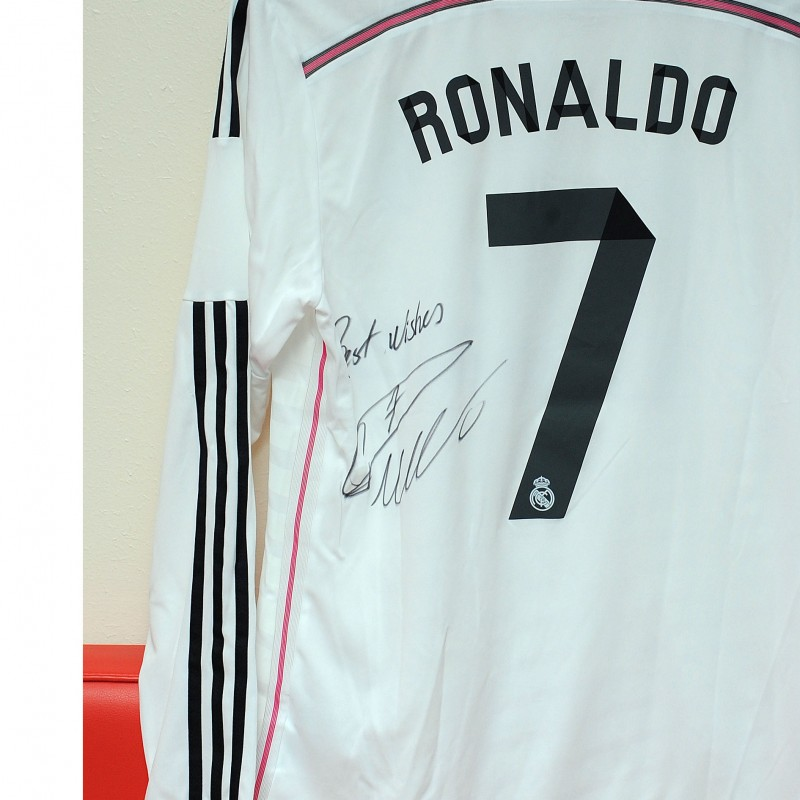 best sneakers f27cd e00ac Real Madrid shirt signed by Cristiano Ronaldo - CharityStars