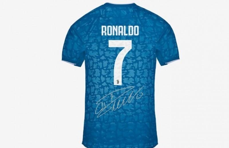 Ronaldo Juventus Signed Third Shirt, 2019/20