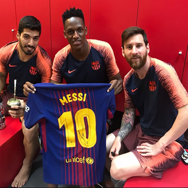 Official 2017/18 Barcelona FC Shirt Signed by Messi