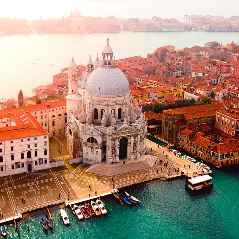 Alberta Ferretti Pays Tribute to Venice