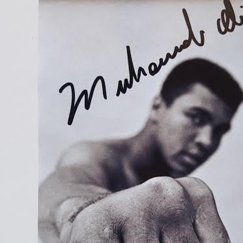Photo signed by the legend Muhammad Ali