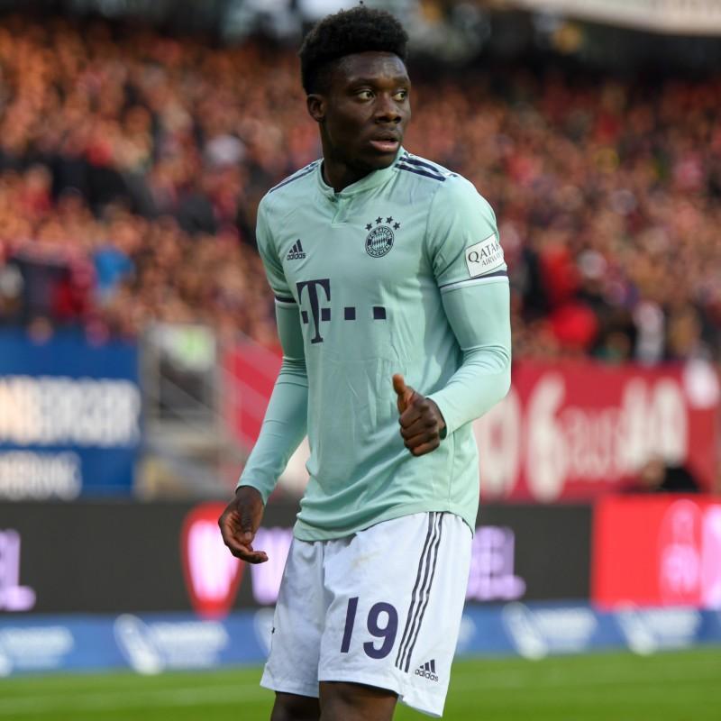 Davies' Bayern Munich Match Shirt, Bundesliga 2018/19