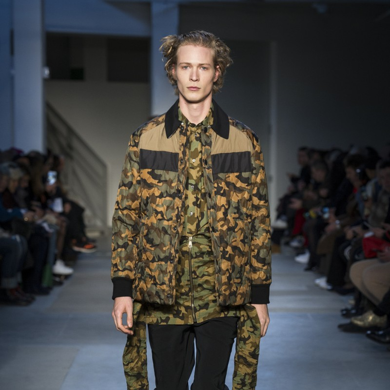 Attend the N°21 Men's Fashion Show, 2 seats