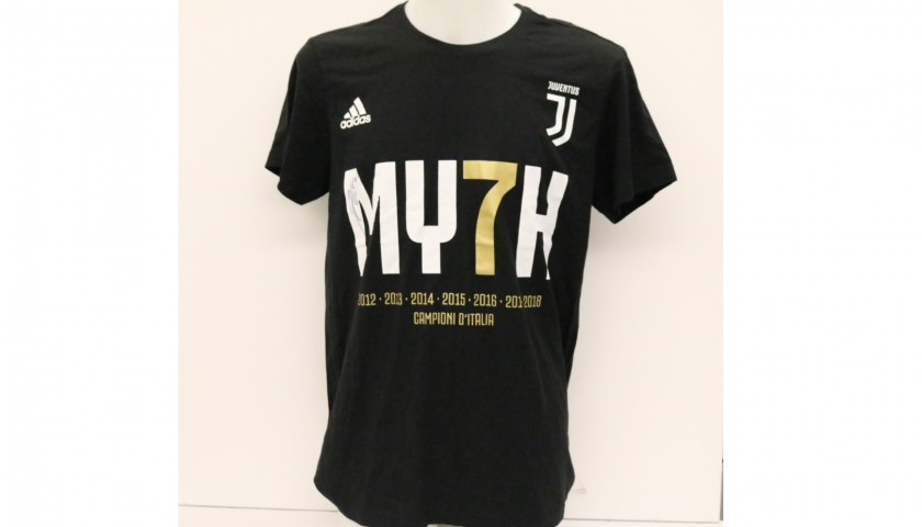official photos 3bc27 55a20 Juventus Scudetto #MY7H T-Shirt - Signed by Paulo Dybala - CharityStars