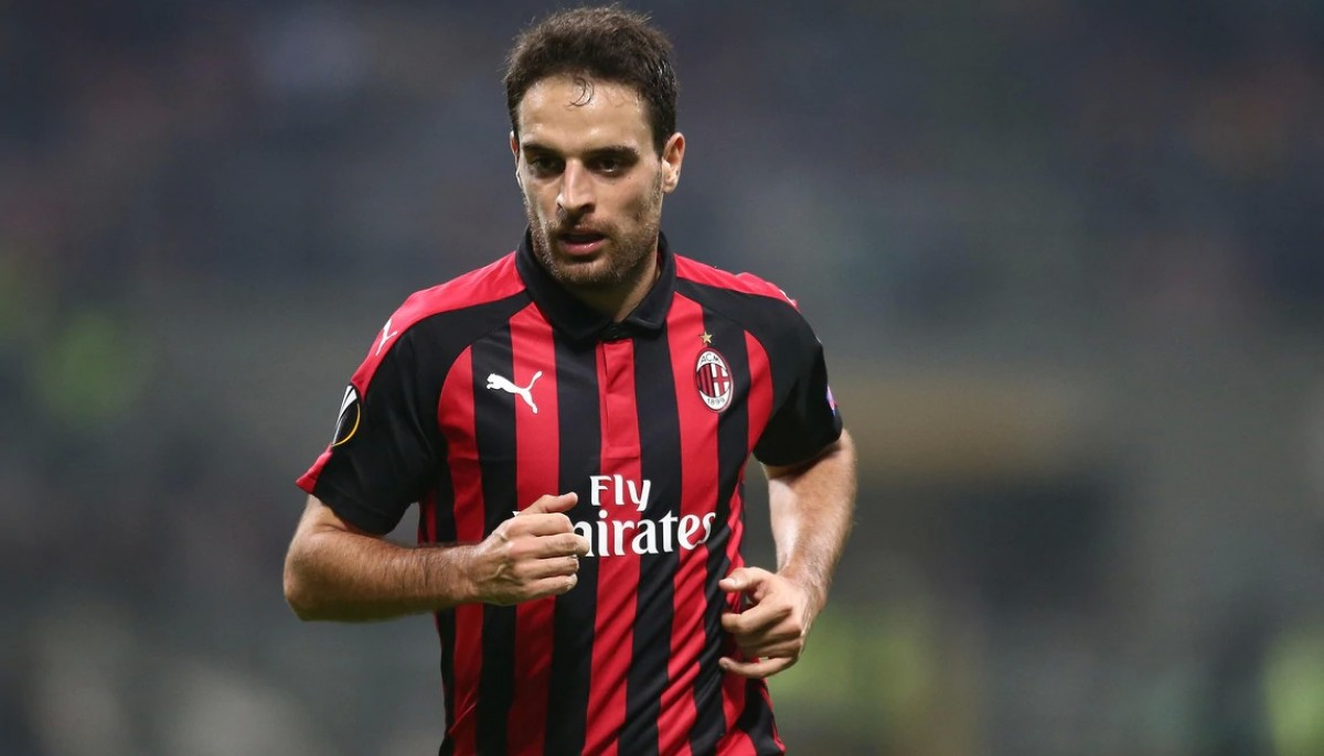 Be Guest of Honor at AC Milan's Training Center alongside Giacomo Bonaventura