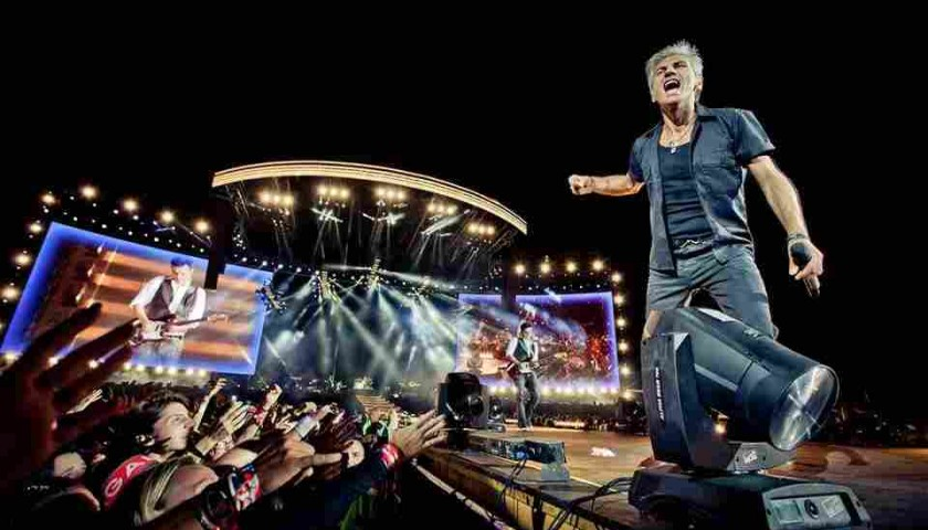 Staff Bermudas, Gilet and T-Shirt from Ligabue's 2011 Tour