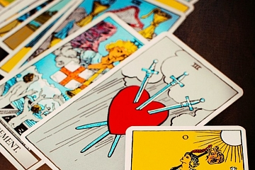 """Image: The Chattery Presents """"Beginner Tarot"""""""