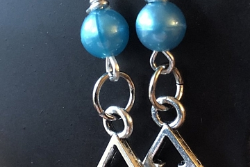 """Image: The Chattery Presents """"DIY Holiday-Themed Earrings"""""""