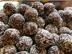 The Chattery Presents: Healthy Desserts: Raw Chocolate Truffles