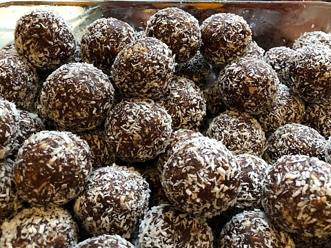Image: The Chattery Presents: Healthy Desserts: Raw Chocolate Truffles