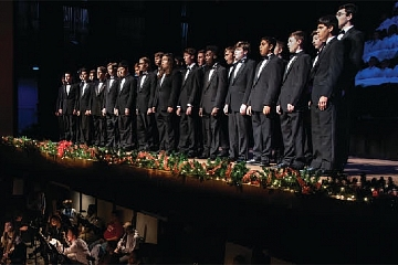 Image: Chattanooga Boys Choir: Singing Christmas Tree