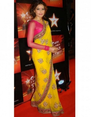 Bipasha Basu Exclusively Glowing Designer Yellow Crepe Bollywood Sari DLI4SRR543