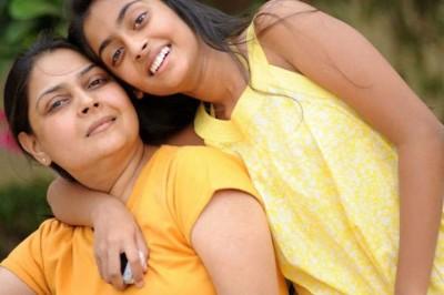 மகள்களுக்கு அம்மாக்கள் கற்றுக் கொடுக்க  வேண்டிய முக்கியமான 8 விஷயங்கள்!
