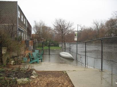 Riverbank_neighbors_flooding_resized