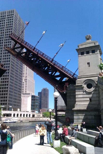 Bridge_lifting_at_the_bh