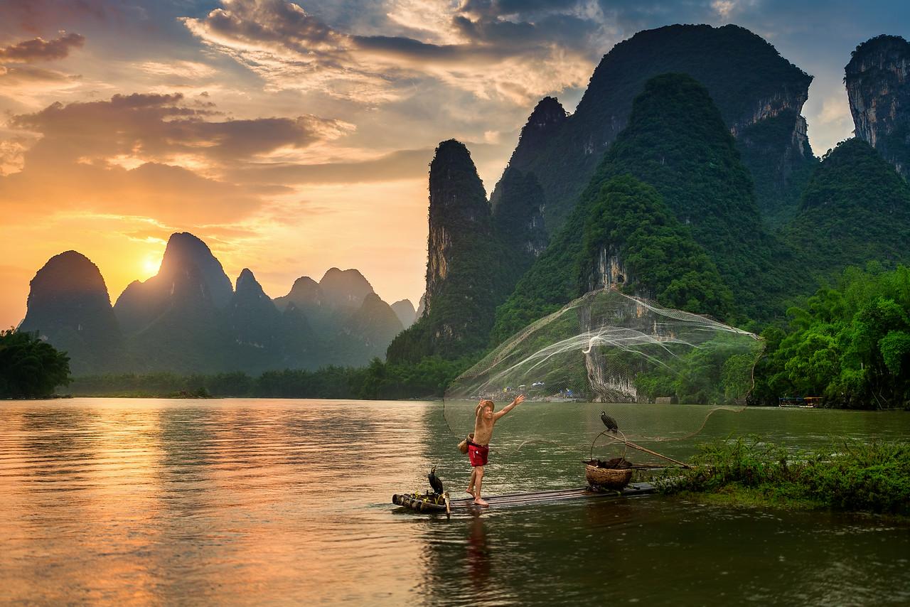 Peter_Stewart_Fisherman_In_Yangshuo