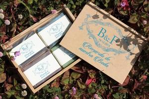 Caja de madera con 4 jabones