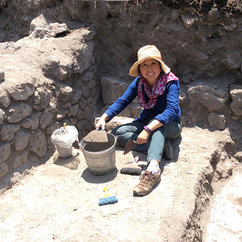 Zooarchaeologist Nawa Sugiyama shares research with students