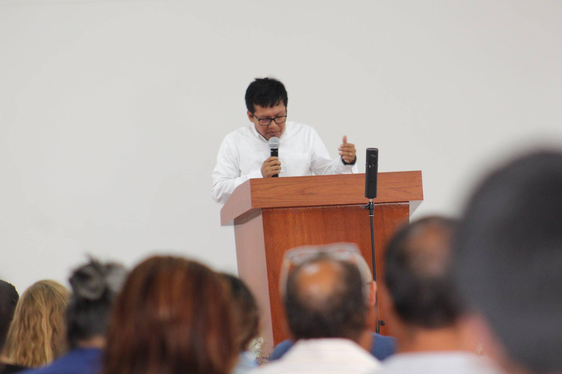 Eduardo-barranco preaching
