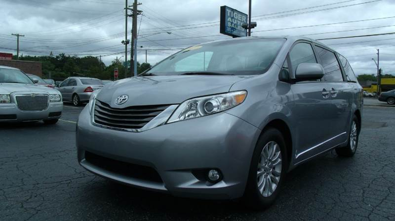 2011 toyota sienna for sale in redford mi. Black Bedroom Furniture Sets. Home Design Ideas