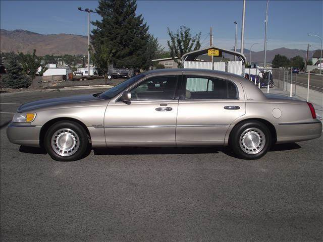 2000 lincoln town car for sale in east wenatchee wa. Black Bedroom Furniture Sets. Home Design Ideas