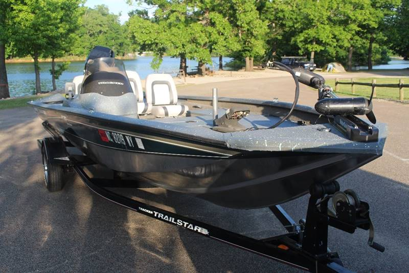 2004 tracker bass tracker pt 18 5 special edition nice for Bass fishing boats for sale