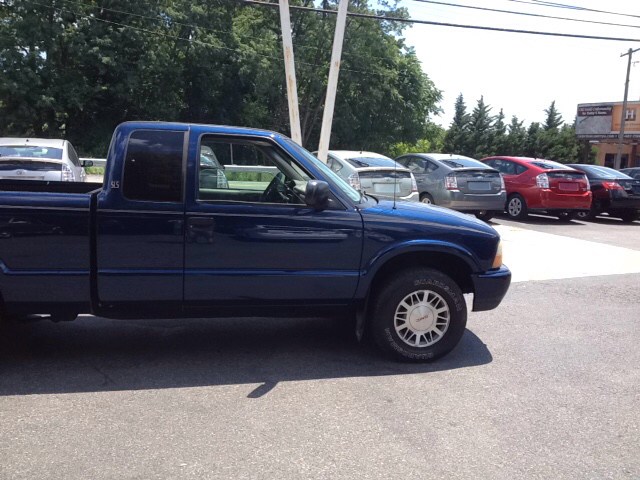 2001 gmc sonoma for sale in akron pa. Black Bedroom Furniture Sets. Home Design Ideas