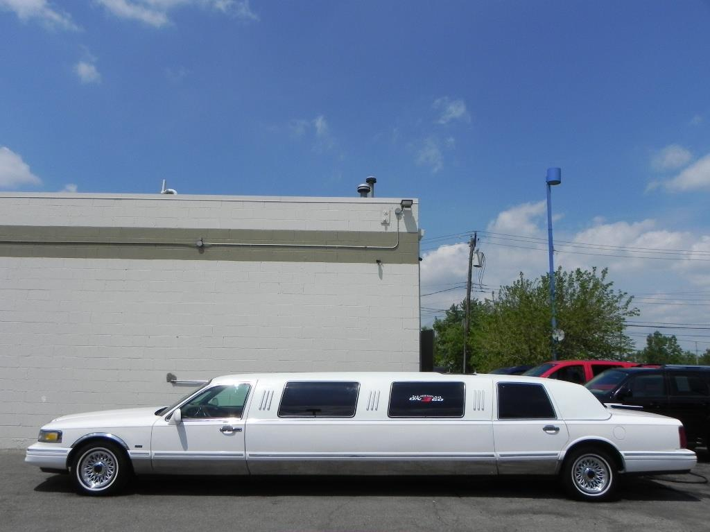 1996 lincoln town car for sale in clinton township mi. Black Bedroom Furniture Sets. Home Design Ideas