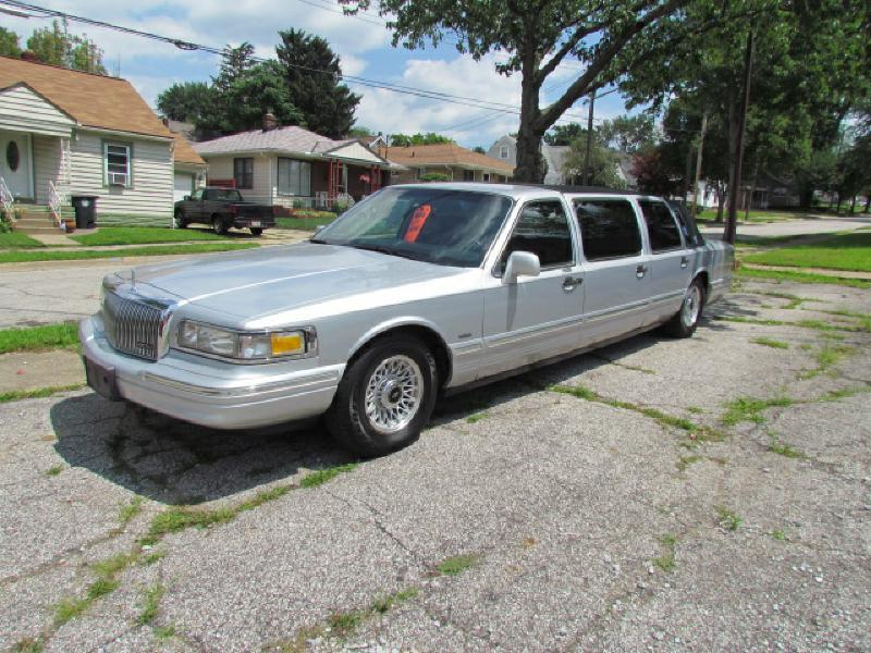 1995 lincoln town car for sale in akron oh. Black Bedroom Furniture Sets. Home Design Ideas