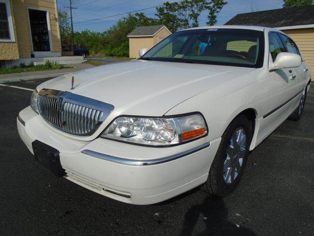 2003 lincoln town car for sale. Black Bedroom Furniture Sets. Home Design Ideas