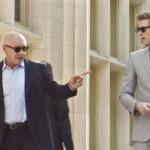el-poder-del-dinero_Liam-Hemsworth-y-Harrison-Ford